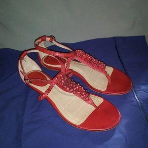 Frye Red Laurel Flower T Strap Sandals. Size 8.